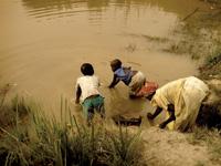 mother-children-pond